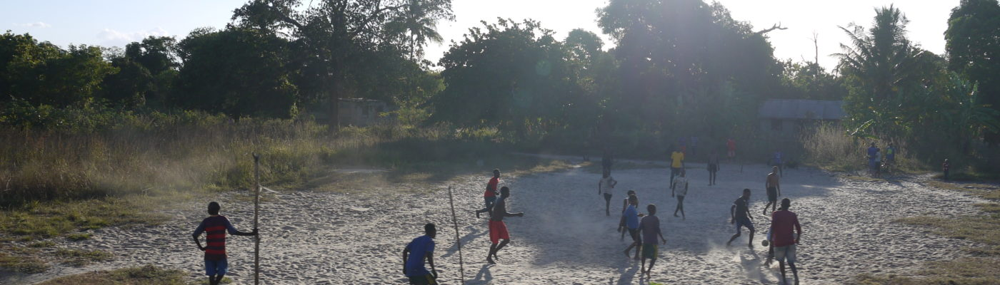 soccer along Tazara 2019, photo: Klaartje Jaspers