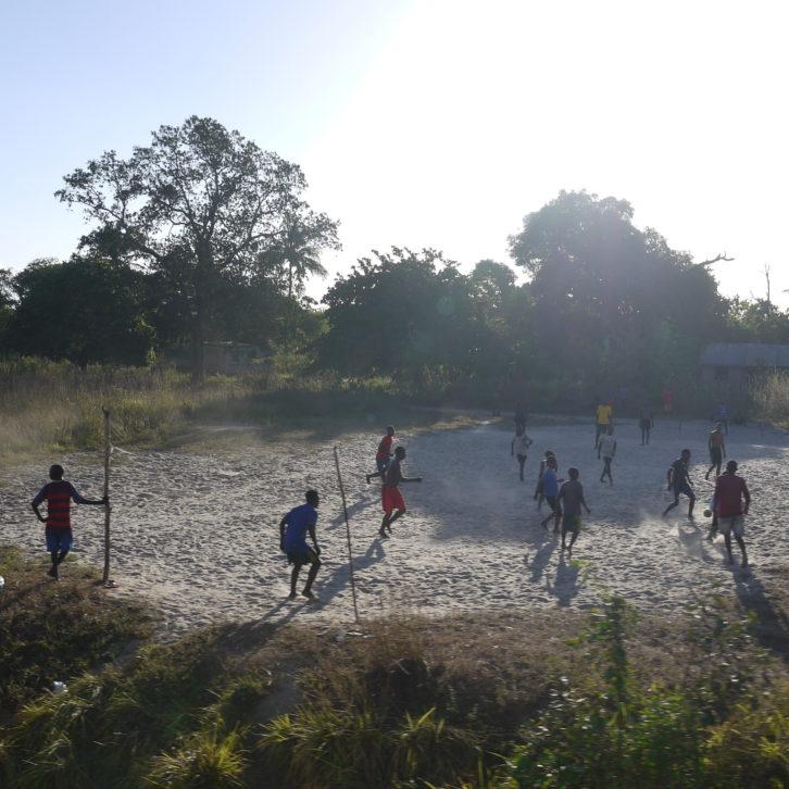 soccer along Tazara 2019, photo: Klaartje Jaspers